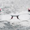 おしゃれな老眼鏡「LINIO」こめかみに挟む新しいリーディンググラス